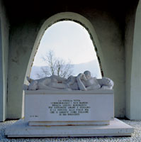 Immagine: Il Monumento Ossario: la lapide
